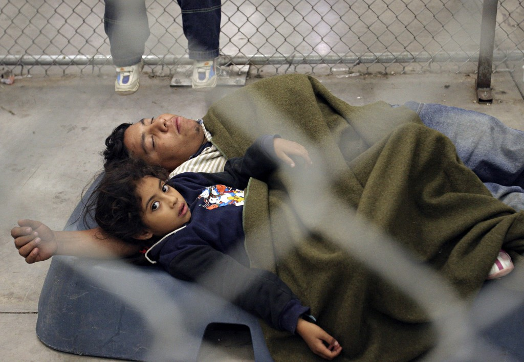 At an US border patrol detention center in Arizona, a Mexican immigrant and his child. (Reuters/Jeff Topping)