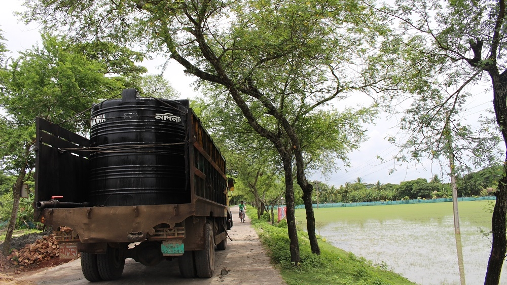A truck delivers drinking water to a village on Bangladesh's southwest coast. Potable water is a scarce and precious commodity in this region [Neha Thirani Bagri/The GroundTruth Project]